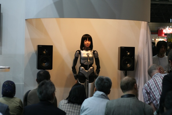 singing-robot-01