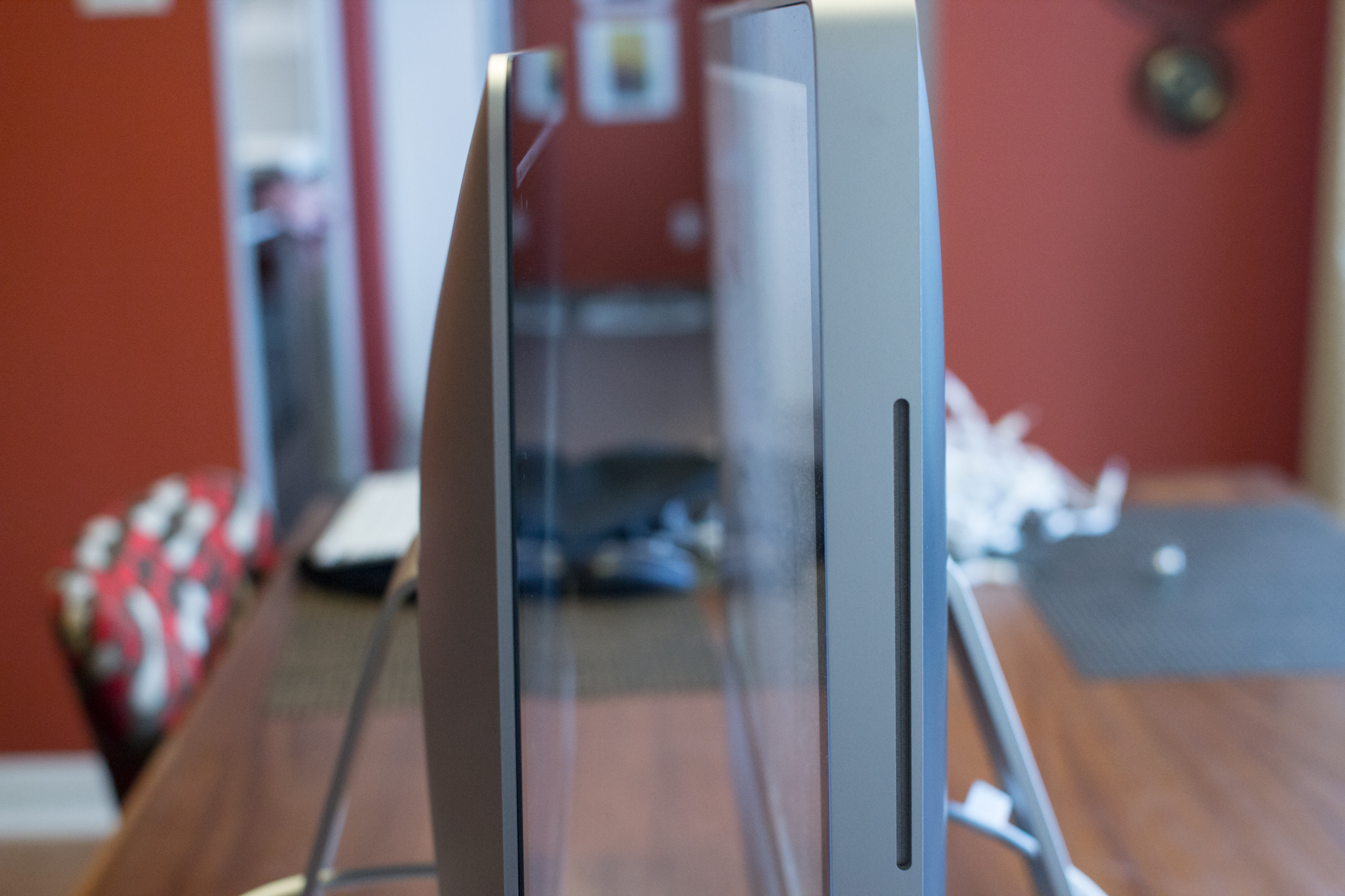 2008 iMac (right) and 2012 iMac (left) thickness comparison