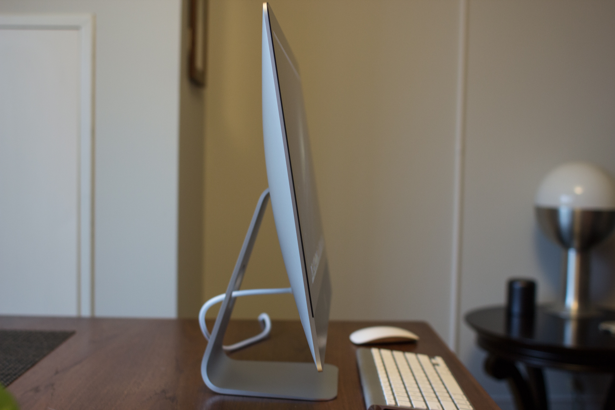 21.5-inch 2012 iMac, side view