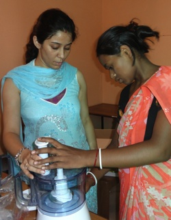 domestic-worker-kitchen-training-small