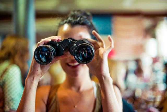 woman_binoculars