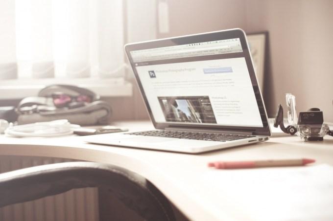 macbook on desk, from picjumbo