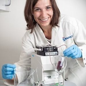 PhD student Joana Guerreiro has taken part in developing a sensor, which - by using nanoscience - can measure how we experience the feeling of dryness in wine. Photo: Lars Kruse, Aarhus University.