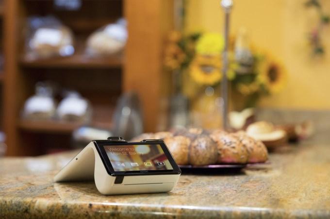 Poynt - Customer screen on counter