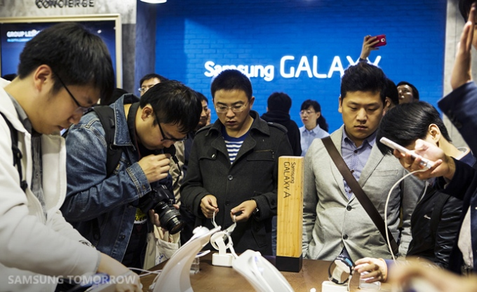 Samsung-Opens-Exclusive-Galaxy-Lifestyle-Store-in-Beijing-China_워터마크01