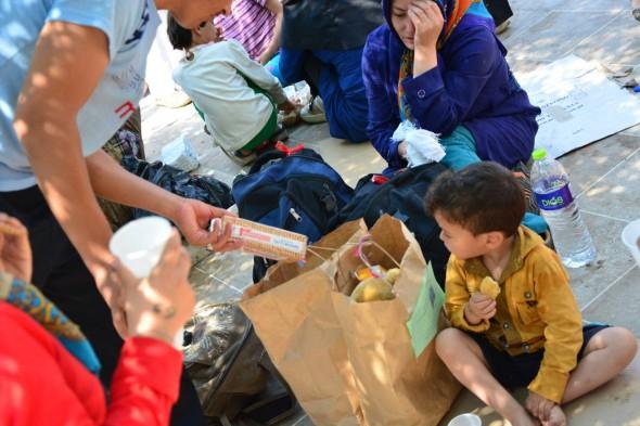samos_refugee-children-with-snacks1-590x393