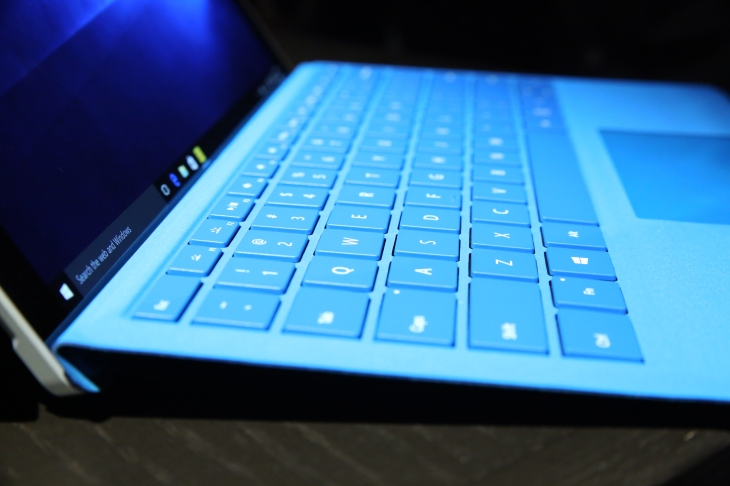 Microsoft Surface Pro 4 Type Cover Detail