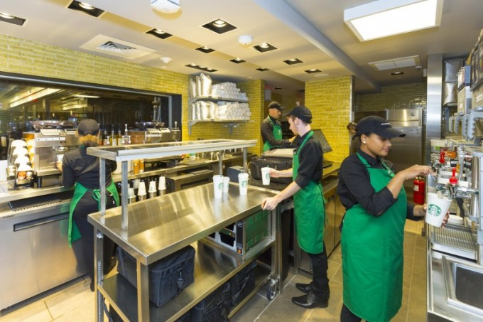 Starbucks_Green_Apron_Delivery_-_Empire_State_Building_(6)