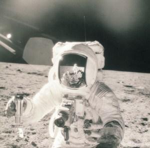 apollo_11_hasselblad_on_the_moon