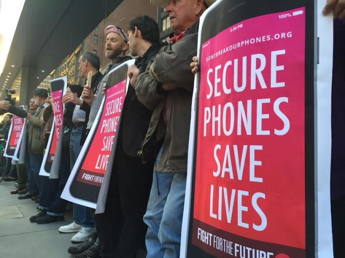 Protestors gather to share their voice in Apple vs. FBI fight.