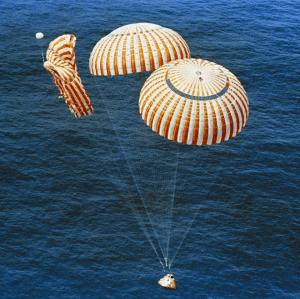 Failed parachute during Apollo 15 / Image courtesy of NASA