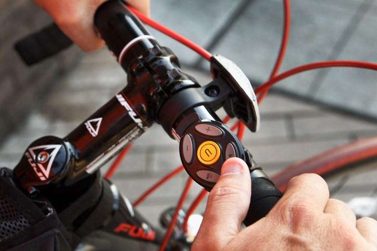 image-coros-smart-remote-and-bike-mount