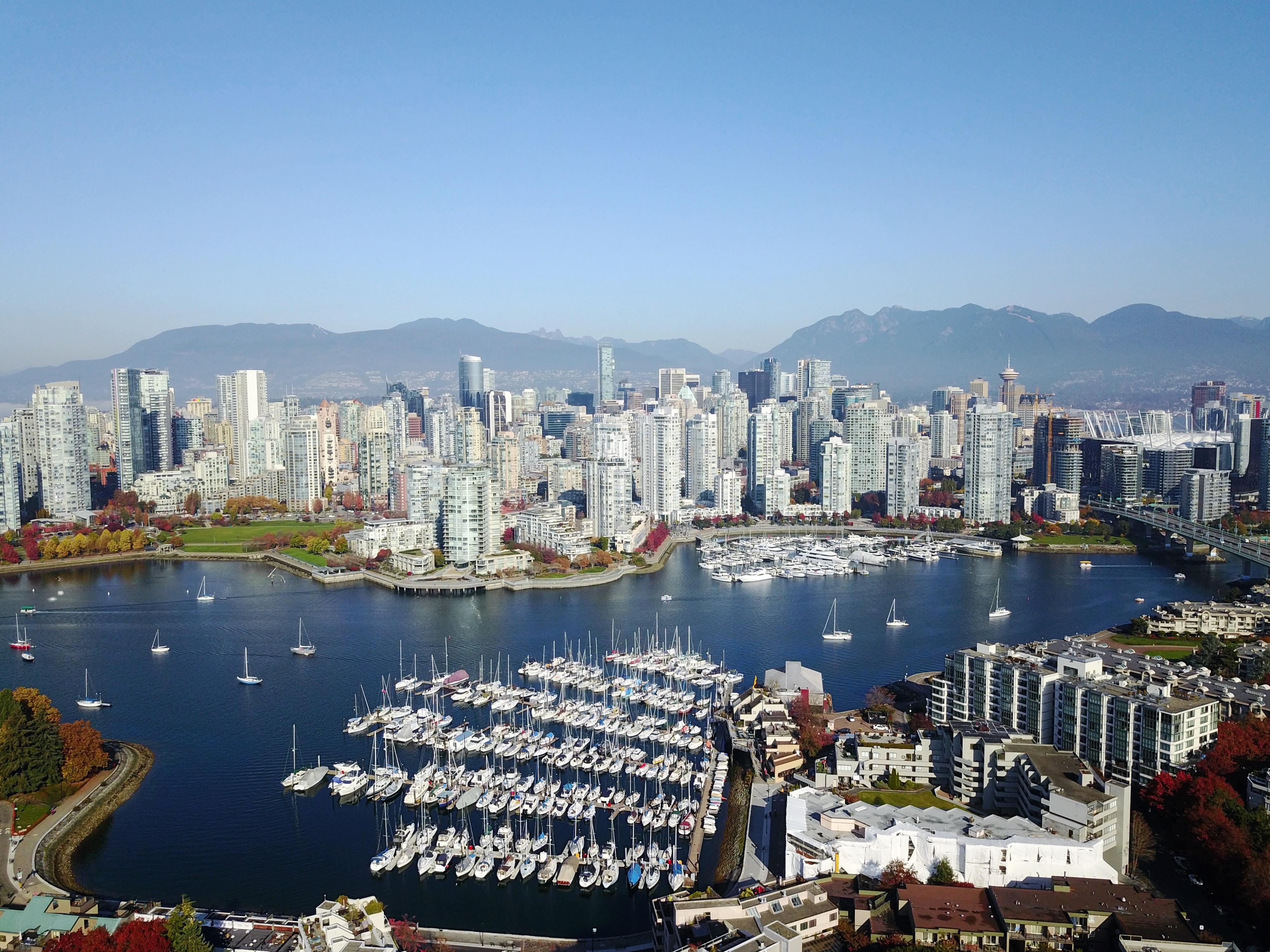 Vancouver Skyline, (lee robinson) unsplash